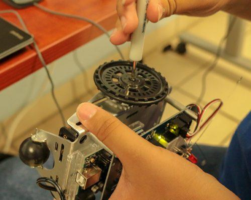 Programa un Robot y conoce las funciones de los sensores en los robots