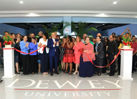 Dewey University inaugura el 1er STEM Success Center en Puerto Rico