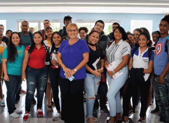 Estudiantes de nuevo ingreso realizaron hoy un recorrido por las facilidades de su centro de estudio