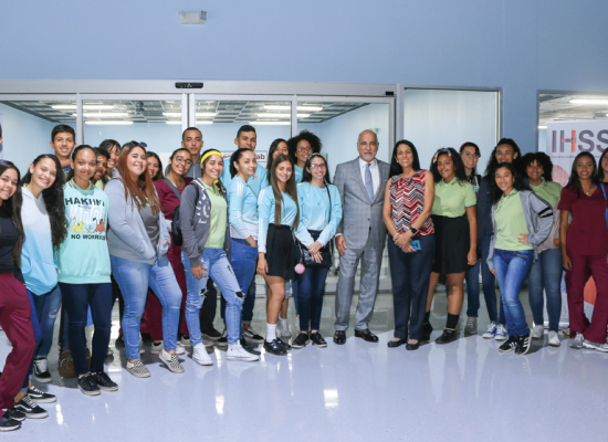 Dewey University recibe a la Escuela Superior Vocacional Tomás C. Ongay en el STEM Success Center